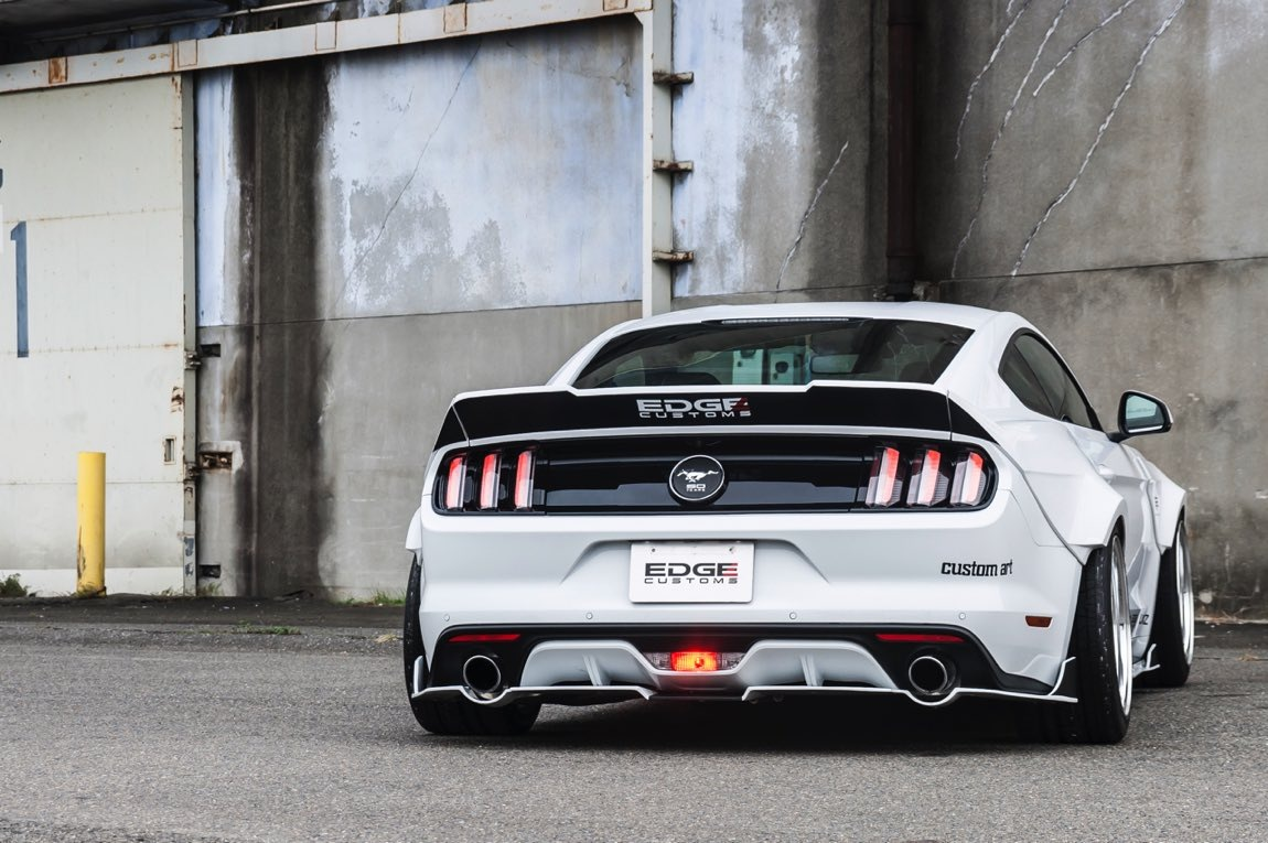 FORD MUSTANG R 09